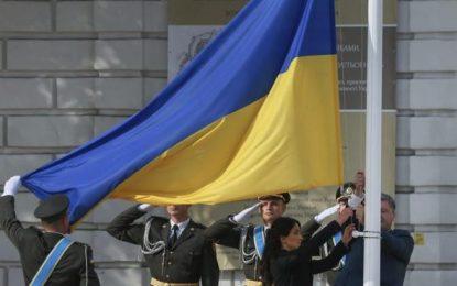 Poroshenko: la bandera ucraniana debe volver a ondear en Crimea (ocupada por Rusia) y en Donbás