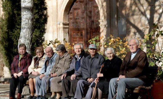 Los octogenarios españoles tienen una esperanza de vida de 90 años, segundos de la UE