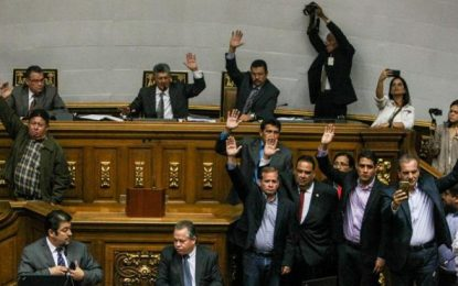 La Asamblea venezolana aprueba un proceso sobre la responsabilidad política de Maduro