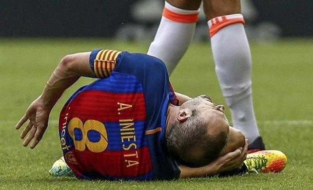 FC Barcelona está maltratando al internacional español Andrés Iniesta