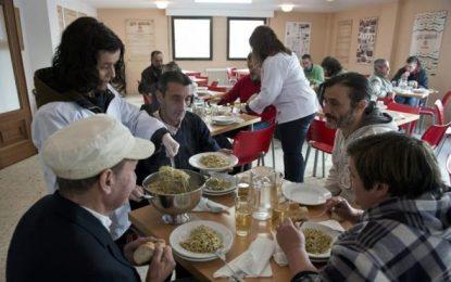 España es el tercer país de la Unión Europea donde más subió el riesgo de pobreza desde 2008