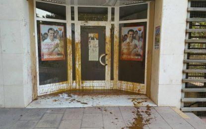 """Ciudadanos: """"Los fascistas atacan"""" con excrementos """"nuestra sede en Hospitalet, 3º del mes"""""""