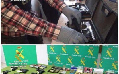 30 detenidos por venta de armas de fuego por Internet, en una operación de la Guardia Civil