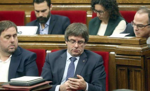 Puigdemont convoca una reunión de partidos separatistas para activar el referéndum de secesión