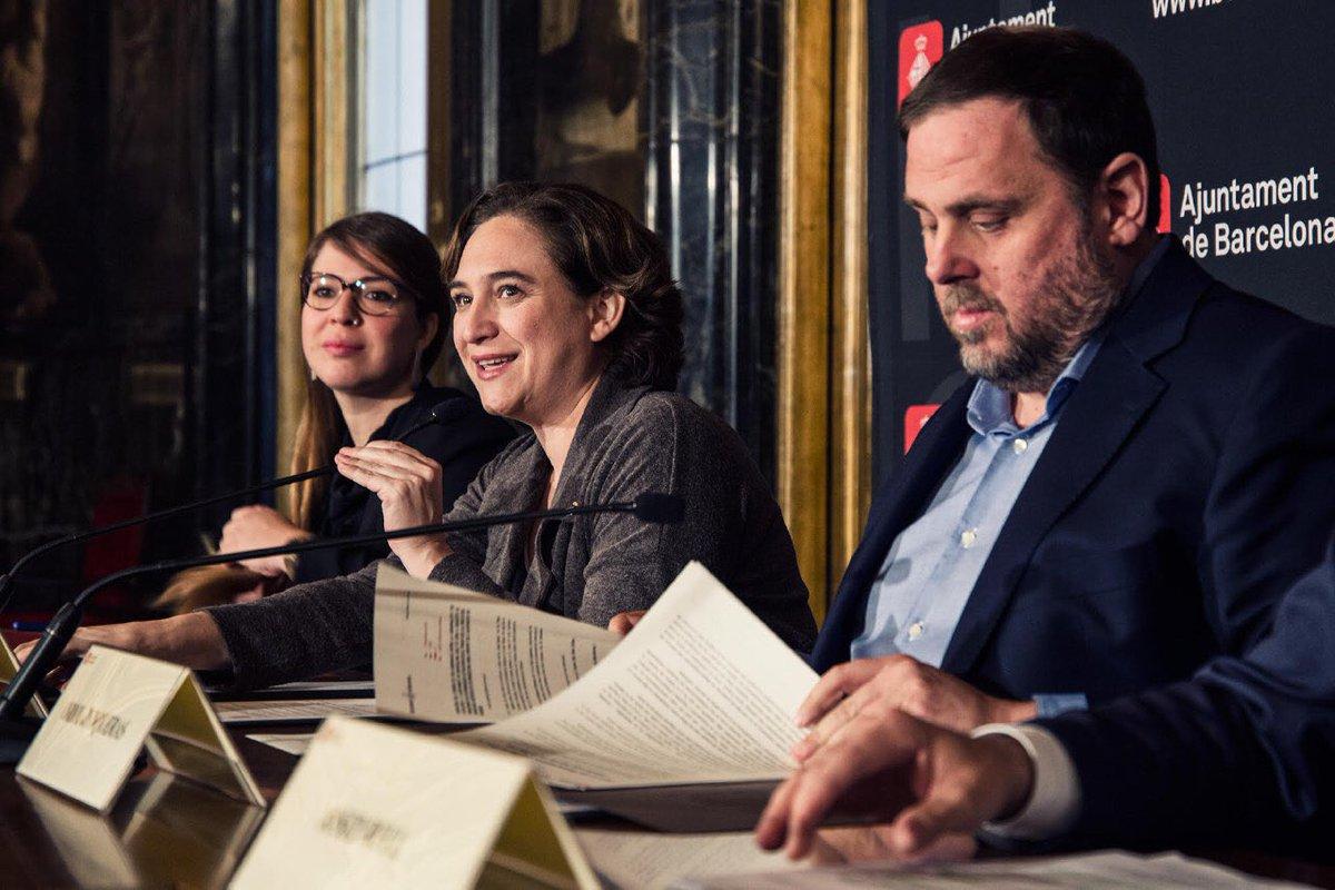 El separatismo quiere pactar la pregunta del referéndum con Ada Colau para destruir España