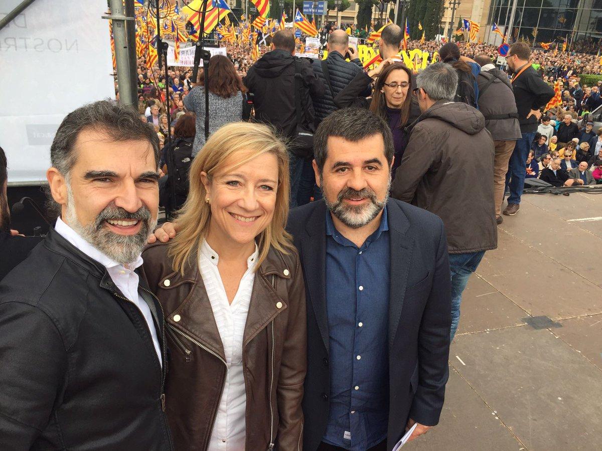"""AMI ve """"lamentable"""" que Rajoy envíe cartas de aviso a funcionarios en Cataluña por el referéndum"""