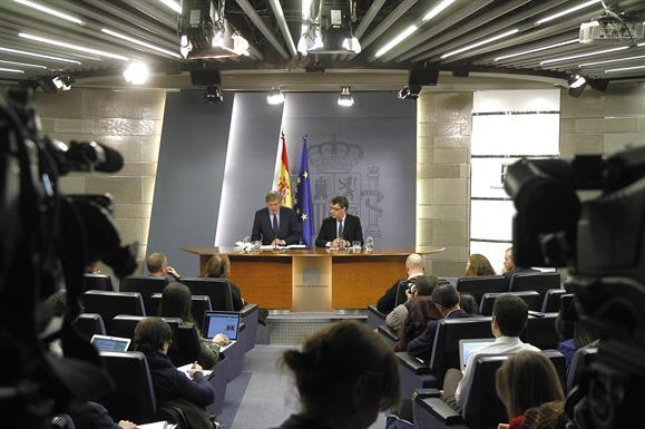 """Madrid considera """"inaceptables"""" las últimas declaraciones del Maduro, acusó de """"cobarde"""" a Rajoy"""