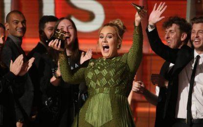 """""""Hello"""" de la cantante británica Adele, coronada como mejor canción del año en los Grammy"""