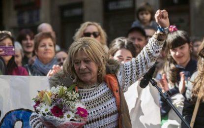 Proetarras reciben a la abogada del 'diablo' (ETA) entre gritos a favor de la excarcelación de asesinos terroristas