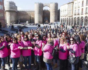 Las familias de trabajadores defienden la continuidad de Nissan en Ávila