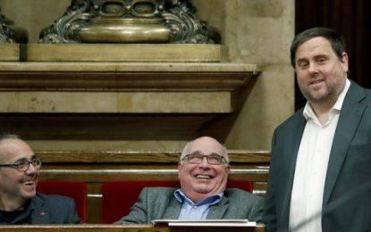 Puigdemont y Junqueras preparan la compra de papeletas y sobres del referéndum con un total de 775.714,26 euros