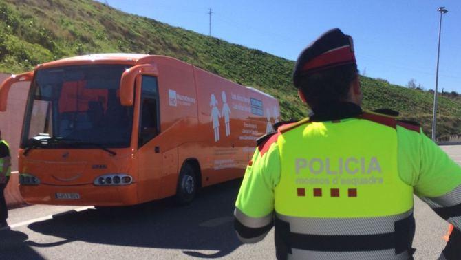 Los Mozos paran ilegalmente el Bus de La Libertad en Martorell y el separatismo abre expediente sancionador