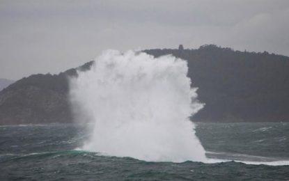 España: Olas de 5 metros y rachas fuertes de viento ponen en alerta a 7 provincias