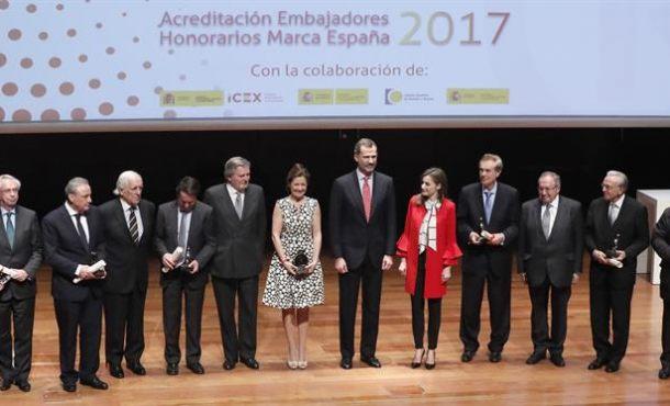 """El Rey: """"España cuenta con muchos ejemplos con los que nos enorgullecemos de nuestra condición de españoles"""""""