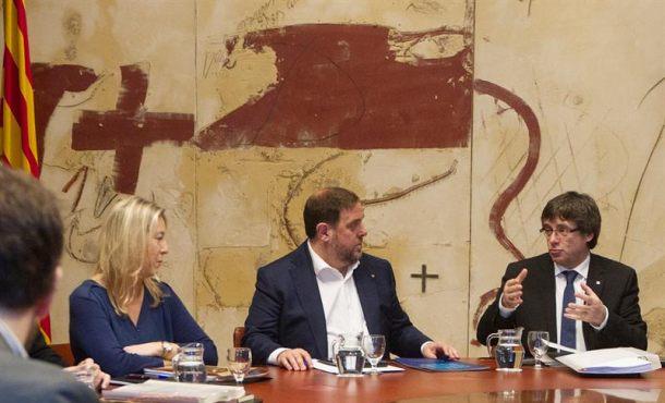 """El Gobierno catalán se hace """"responsable"""" de convocar y celebrar un referéndum separatista"""