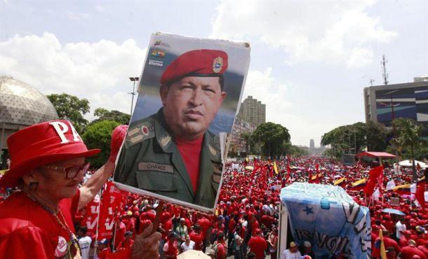Una fiesta roja (comunista-chavista) en Caracas defiende al presidente Maduro