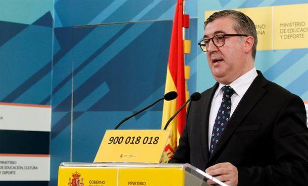 """El Gobierno irá """"a los juzgados"""" si """"los libros de textos"""" incumplen """"los requisitos"""" en Cataluña"""