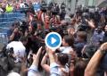 Pablo Iglesias, salpicado por un huevo en la manifestación de taxistas en Madrid