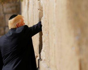 Trump es el primer presidente de EEUU a visitar el Muro de las Lamentaciones