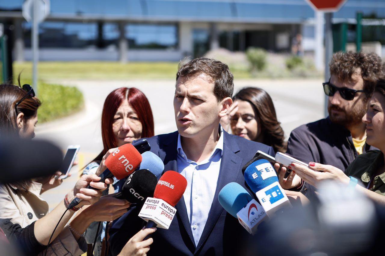 """Rivera: """"CDC no tiene autoridad para gobernar"""", Mas y Puigdemont son """"cómplices""""de Pujol"""