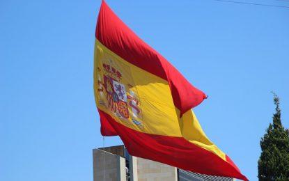 """Vuelve la Bandera de España en Roda (Osona), """"ondea contra voluntad del alcalde"""" separatista"""
