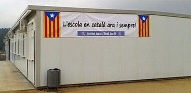 """Profesores catalanes denuncian """"adoctrinamiento"""" de libros textos primaria en Cataluña"""