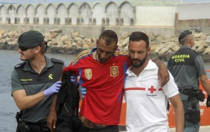 Rescatados inmigrantes con camiseta de la Selección Española en 3 pateras a Tarifa (Cádiz)