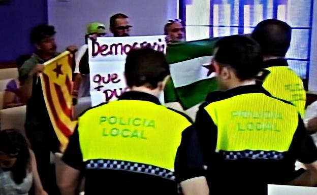 VOX se querella contra los integrantes del SAT que intentaron agredir a Javier Ortega en Jaén