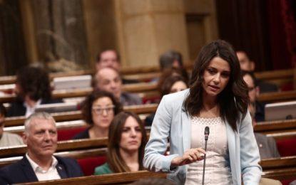 "Arrimadas a Puigdemont: ""Usted"" prometió la separación ""en 18 meses"", ahora promete el referéndum"