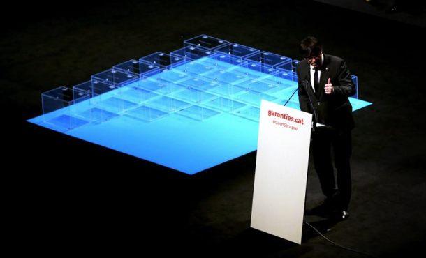 """Puigdemont llama a no """"desertar"""" y garantiza el """"voto decisivo"""" para el referéndum en Cataluña"""