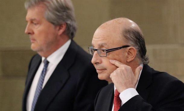 Rajoy estudiará las propuestas del PSOE y Podemos para frenar el referéndum en Cataluña