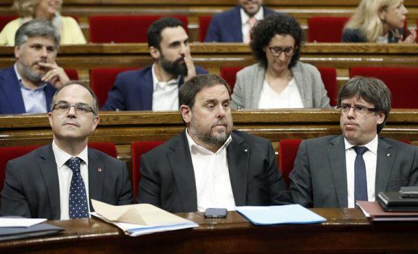 """Puigdemont carga contra la """"Gardia Civil"""" por """"entrar"""" y registrar el palacio del Gobierno de Cataluña"""