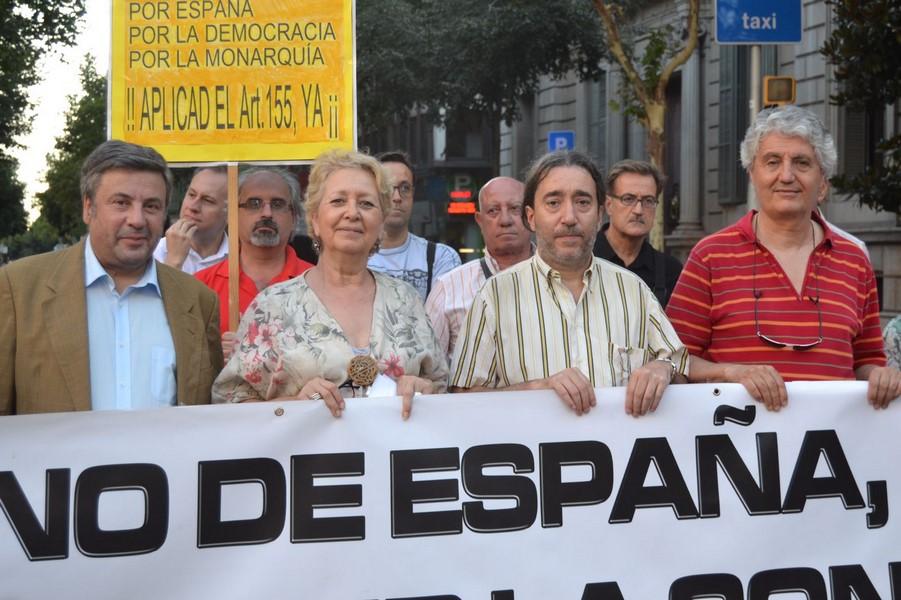 'Catalanes Por La Ley' por séptimo miércoles consecutivo se concentra ante sede de Gobierno en Cataluña