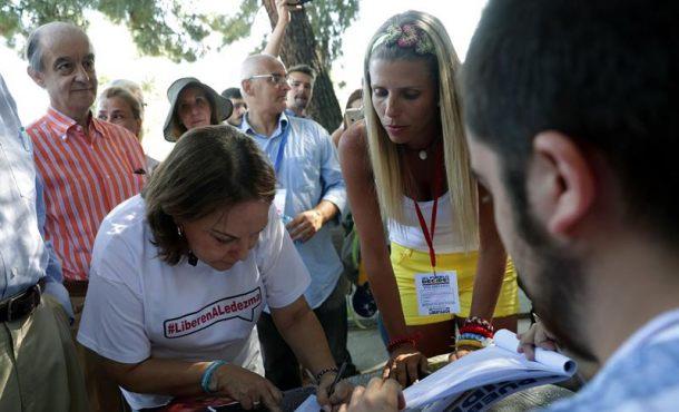 Venezolanos en España participan en la consulta popular contra Maduro