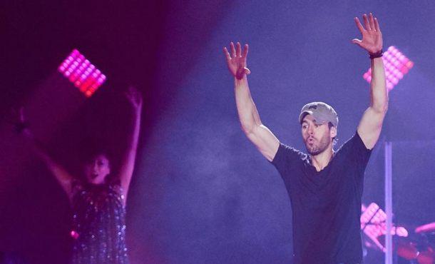 Sonora pitada a Enrique Iglesias en 'El Sardinero' tras su último single «Súbeme La Radio»
