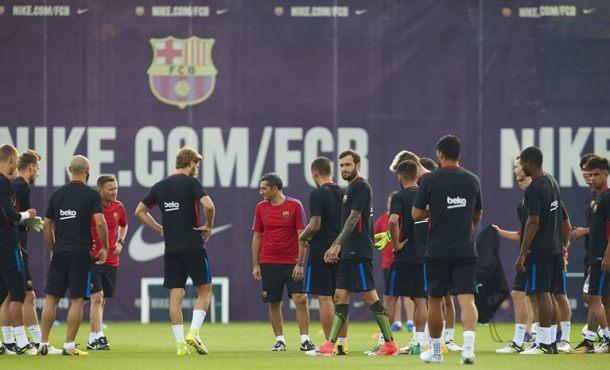 El delantero de FC Barsa, Gerard Deulofeu, sigue ejercitándose al margen de sus compañeros
