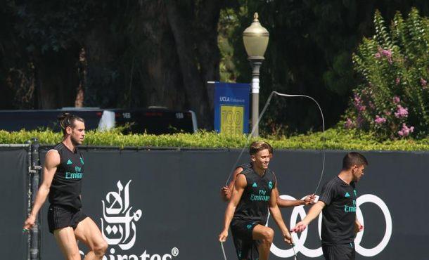 El presidente del Real Madrid y Raúl González asisten al entrenamiento del cluben Los Ángeles