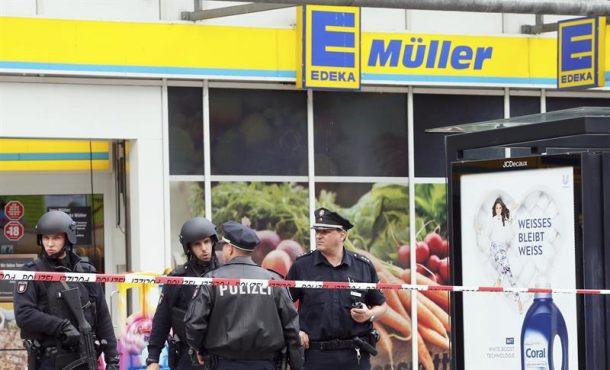"""Un árabe ataca con machete a la gente en Hamburgo (Alemania) a gritos de """"Alla u-Akbar"""""""