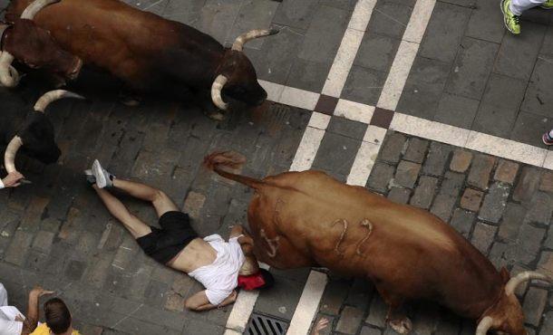 Dos heridos por asta y varios golpeados en el séptimo encierro de San Fermín
