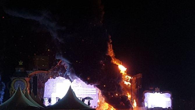 Desalojan a 22 mil asistentes del festival 'Tomorrowland' por incendio en el escenario principal