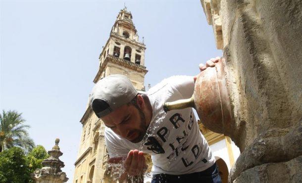 El calor persiste y mantiene en alerta a 27 provincias de 11 comunidades de España