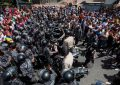Muere una mujer en ataque a tiros de chavistas en un colegio del referéndum de Venezuela