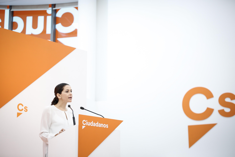 """Inés: """"Hoy se cumplen 18 meses"""" de hoja de ruta separatista y los catalanes siguen con DNI español"""