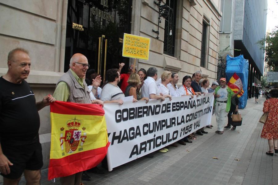 """Catalanes al Gobierno: Puigdemont y Junqueras """"tendrían que estar en un banquillo en Madrid"""""""