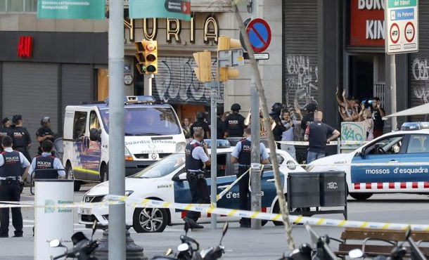 Trasladan los cuerpos de 13 víctimas del atentado de Barcelona para su identificación