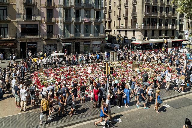 Barcelona pide ir a pie a «No Tengo Miedo» con DNI e identificar a los niños con una pulsera