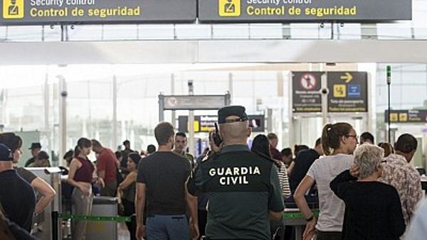 La Guardia Civil ya está poniendo el orden en Cataluña, Aeropuerto 'El Prado'