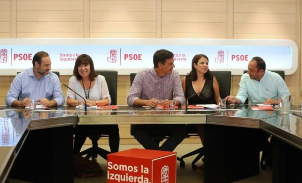 """El PSOE pide """"más energía"""" a Rajoy y PP para """"desmontar el separatismo"""""""