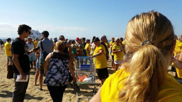 """PxC rechaza en La Barceloneta el """"turismo de borrachera"""" y reclama un turismo de """"calidad"""""""