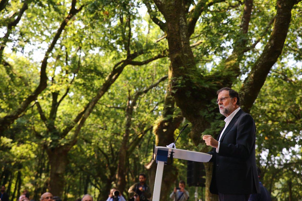 """Rajoy pide a Puigdemont dejar en el """"olvido"""" sus planes """"rancios"""" separatistas"""
